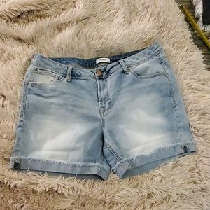 Light wash Kensie jean shorts size 10